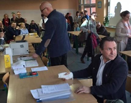 fot. od lewej Burmistrz Zdzisław Lis, Sołtys Jan Adam Dąbek
