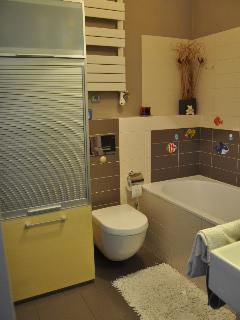 Mieszkanie 90 m2, 4 pokoje słoneczne ciche nowocześnie urządzone - 1-1_lazienka.JPG