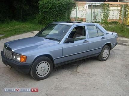 Kupie Mercedesa 190 Kupię Mercedesa 124 - 000 Mercedes 190 Niebieska przud i bok od kierowcy.jpg