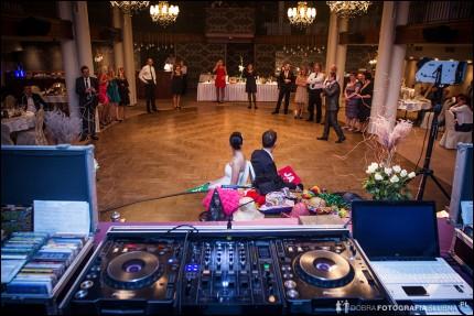 Oprawa muzyczna imprez przez DJ-a. Wesela, bankiety, eventy, firmowe, urodzinowe. - 20121028-1376-aleksandra-rafal-zdjecia-slubne.jpg