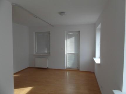 Sprzedam mieszkania:1-pok.31m2 i 2-pok.39m2, możliwość połączenia w jedno 70m2 - Salon1.jpg
