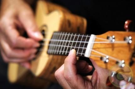 Nauka gry n ukulele - Ukulele-Lessons-London.jpg
