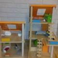 Sprzedam drewniany domek dla lalek Plan Toys - 20180607_222656.jpg