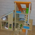 Sprzedam drewniany domek dla lalek Plan Toys - 20180607_222741.jpg