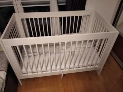 Sprzedam drewniane łóżeczko dziecięce - image000000_16.jpg